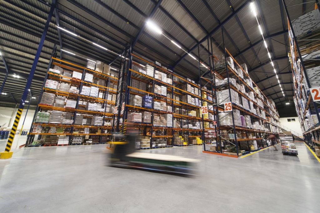 Fotografía profesional iluminación LED industrial: Plataforma logística Consum